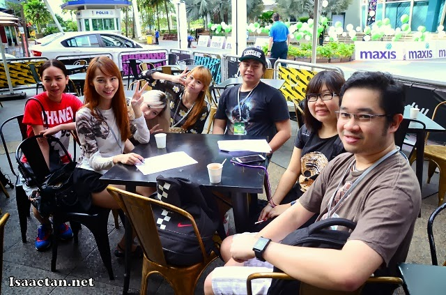 Some of the other bloggers all fired up for the Maxis 4G Bloggers Blaze Challenge 2013