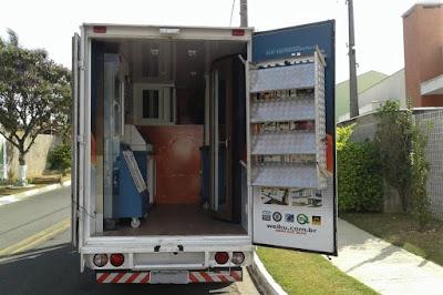 O baú do caminhão da Weiku é um misto de showroom com laboratório de testes.