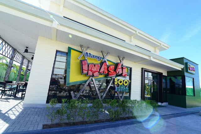 Mang Inasal's 500th store, which opened in June 2018, showcases the latest design that considers customer convenience, production efficiency, and an aesthetic sense that gives a provincial, homey grillery vibe.
