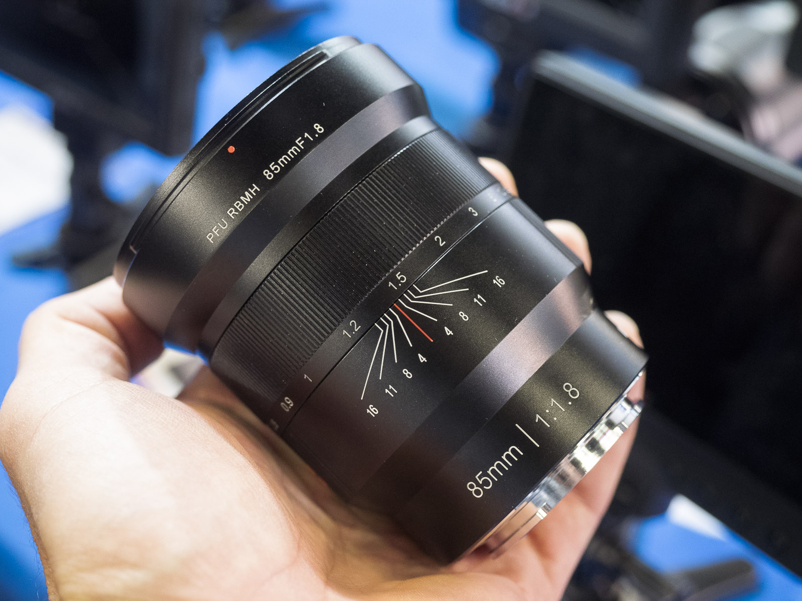 Viltrox 85mm f/1.8 для Sony E