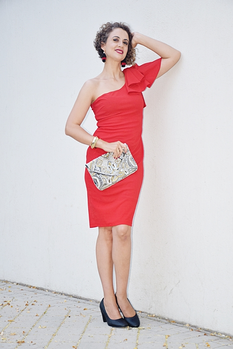 Outfit_vestido_rojo_corto_asimetrico_2