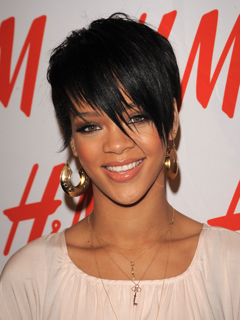 The Spotlighted: Rihanna Background Information And