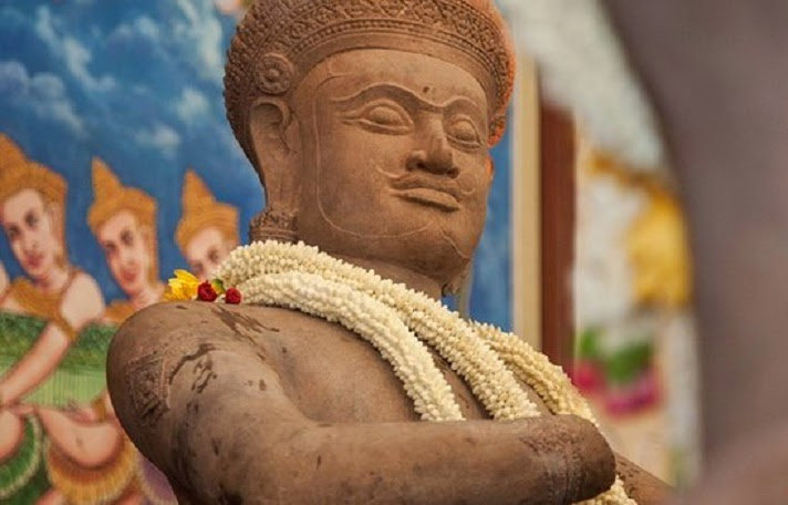 South East Asia: Ancient Hindu temple statues returned to Cambodia