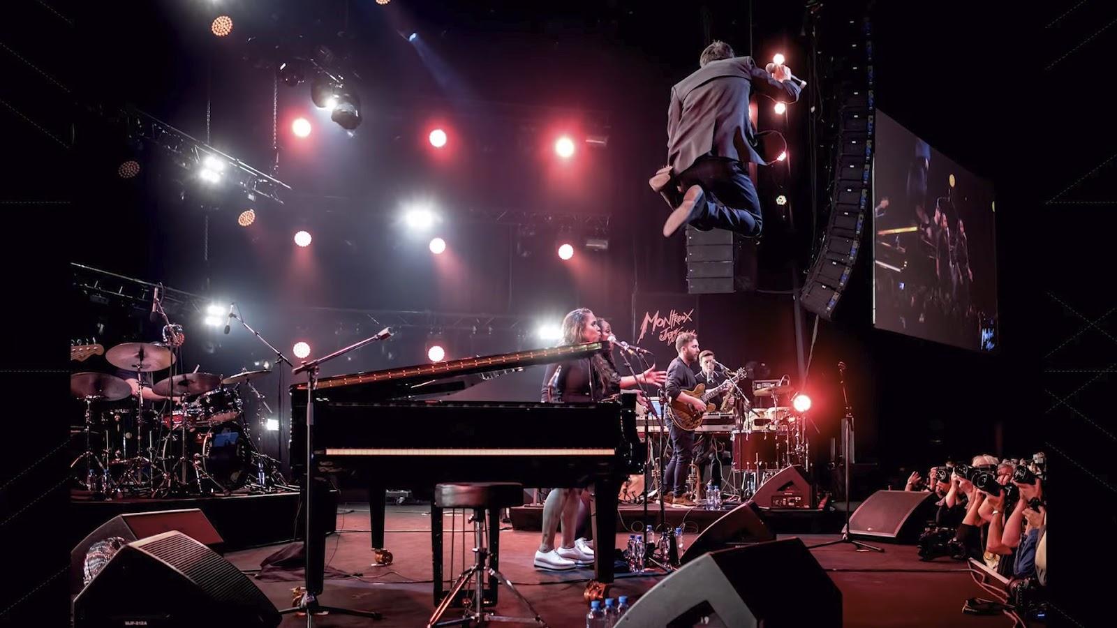 Музыкальное выступление на сцене