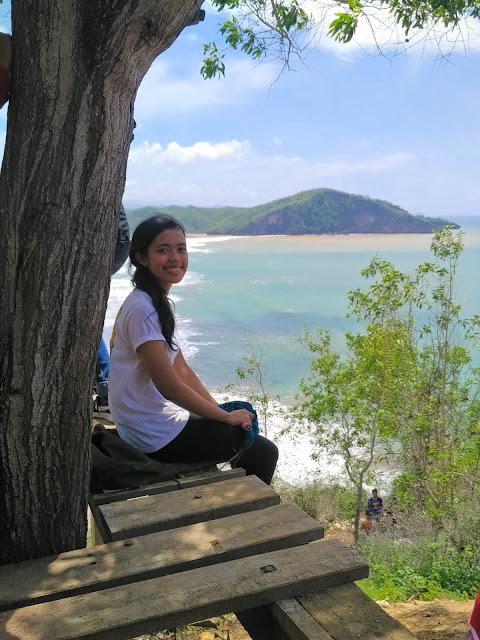 Pemandangan dari atas bukit (Ela)