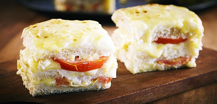Receita: Sanduíche Quente de Queijo e Tomate 🥪