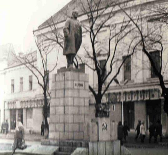 Мукачево. Памятник Ленину на бывшей площади Ленина