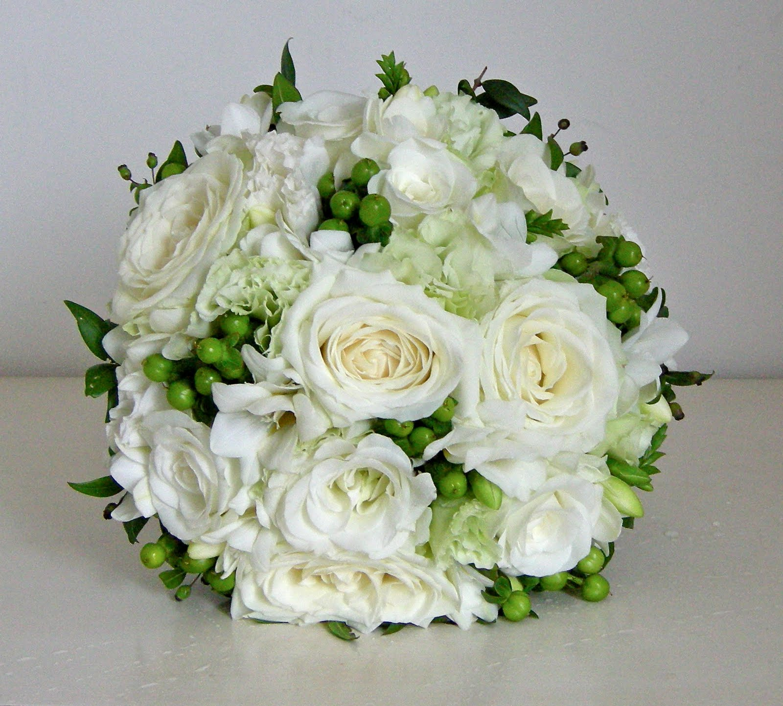White Wedding Flowers: Wedding Flowers Blog: Holly's Classic Green And White