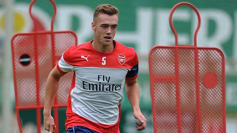 Hậu vệ Calum Chambers đã chuyển sang màu áo của Arsenal với 16 triệu bảng.