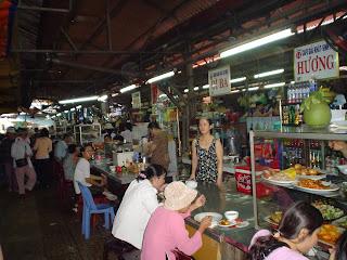 Restaurantes del Mercado Ben Thanh. Ho Chi Minh. Vietnam