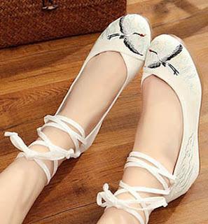 Sepatu model flat bertali untuk wanita kaki besar