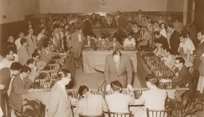 Simultáneas de sjedrez en el Orfeó Reusenc en 1952