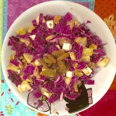 Insalata con uvette e cavolo rosso