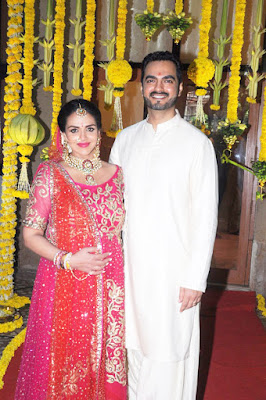 Esha-Deol-re-ties-the-knot-with-husband-Bharat-Takhtani-at-her-baby-shower-1