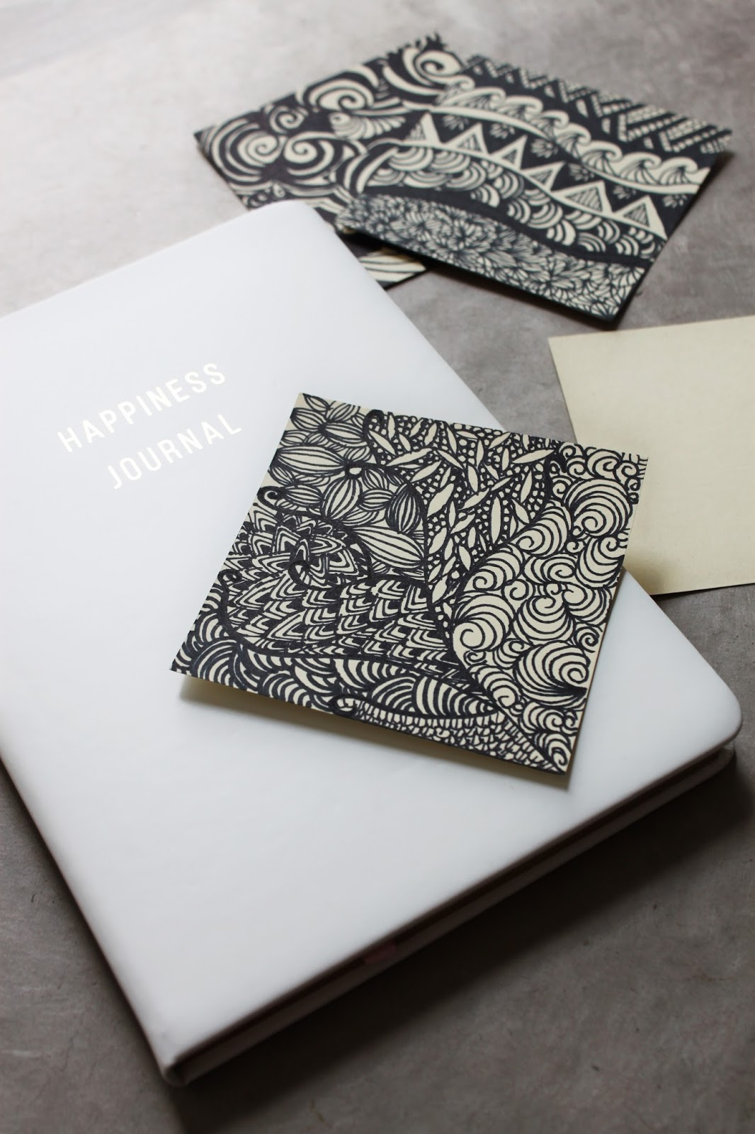 Comment méditer par le dessin avec le Zentangle - Inspiration, Règle, Motifs, exemples - @DEUXAIMES