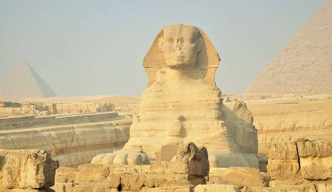 patung piramida