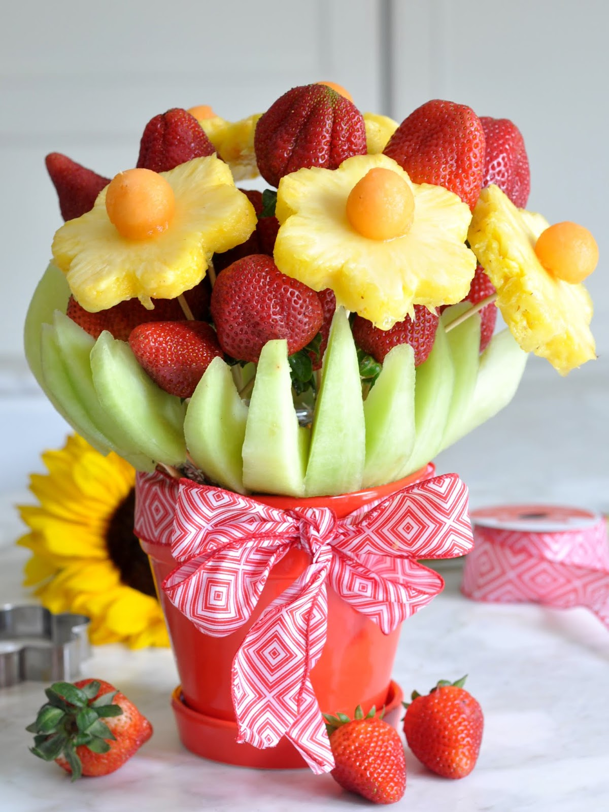 Cooking with manuela how to make an edible fresh fruit bouquet calling all creative peeps out there here is something for you something you can handcraft for your next partyybe this coming holiday weekend izmirmasajfo