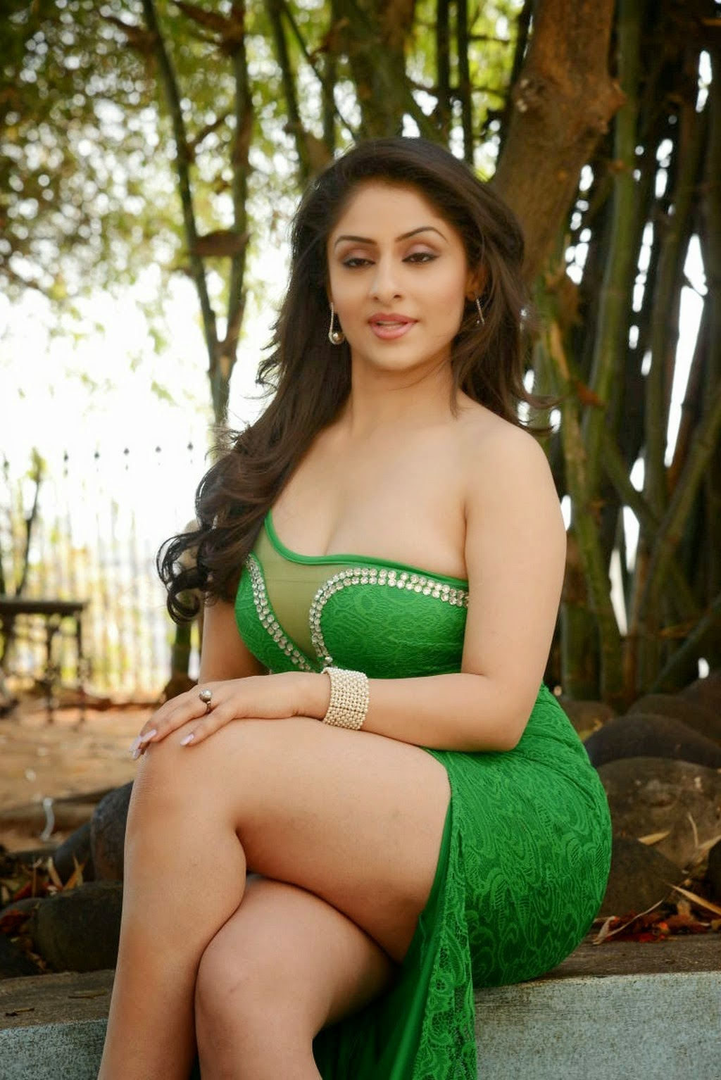 Amazing Look World  Sexy Hot Tamil Aunty In Green Dress-8874