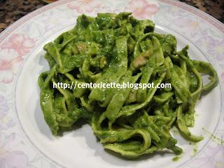 Tagliatelle in crema di spinaci e salmone