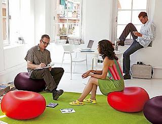 diseño de espacios muy creativos oficina muy colorida