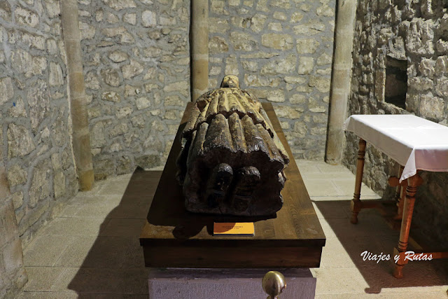 Estatua de santo Toribio en la Iglesia del Monasterio de Santo Toribio de Liébana