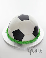 Jalkapallokakku, synttärikakku, urheilukakku, jalkapallokenttäkakku , 3D kakku, topcake , pelikakku, lastenkakku, syntymäpäiväkakku, futiskakku, jalkapallo, pyöreä jalkapallokakku, täytekakku, suklaakakku