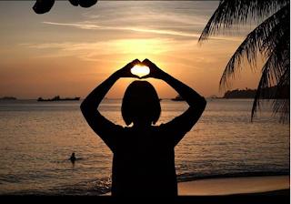 Pantai Merak ini berada di kawasan Merak Beach Hotel, Kecamatan Pulo Merak, Cilegon, Banten yang berada tidak jauh dari pelabuhan.