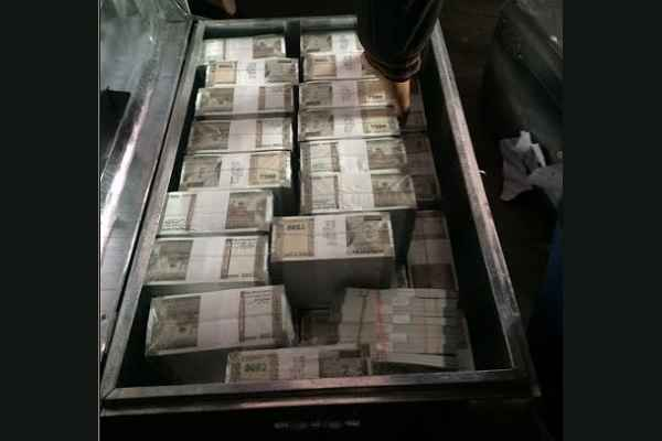 up-police-find-5-crore-rs-new-note-during-search-operation