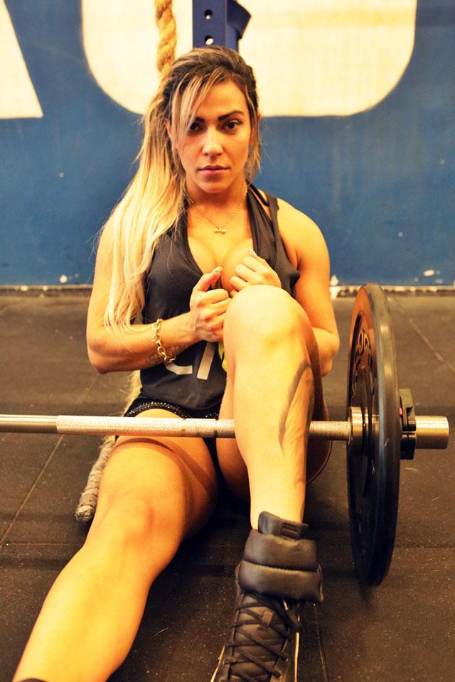 A atleta e modelo Verônica Araújo mantém a boa forma durante o ano todo. Foto: Alan Chaves/Juliano Mendes Assessoria