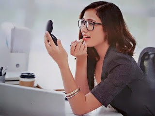 Gambar 7 Warna Lipstik Yang Bagus Dan Cocok  Untuk Bekerja