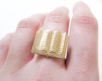 ring 6 - 10 Anéis para apaixonadas por livros