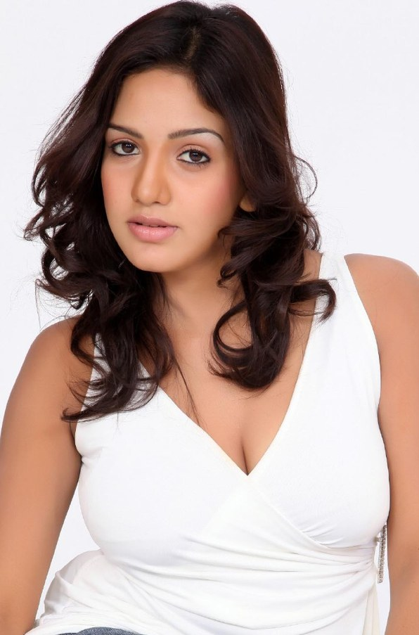 confidenet and sexy Pavani reddy latest hot photoshoot stills