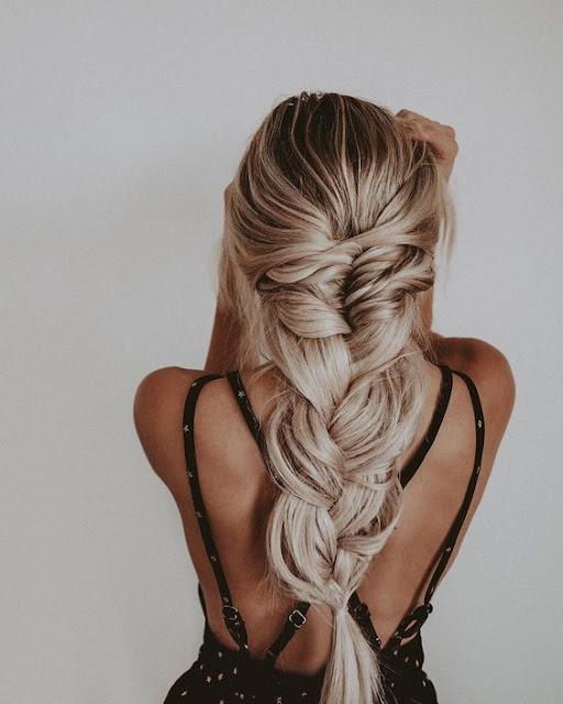 É sempre bom ter ideias de penteados diferentes para aprender a fazer sozinha, afinal que não gosta de renovar o visual e ficar cada vez mais linda, não é mesmo? Esse penteados são para cabelos curtos e longos, lisos e cacheados. Separamos 10 opções para te ajudar o melhor penteado que combina mais com você. Com tranças e sem tranças, de qualquer forma você vai amar esses lindos penteados.