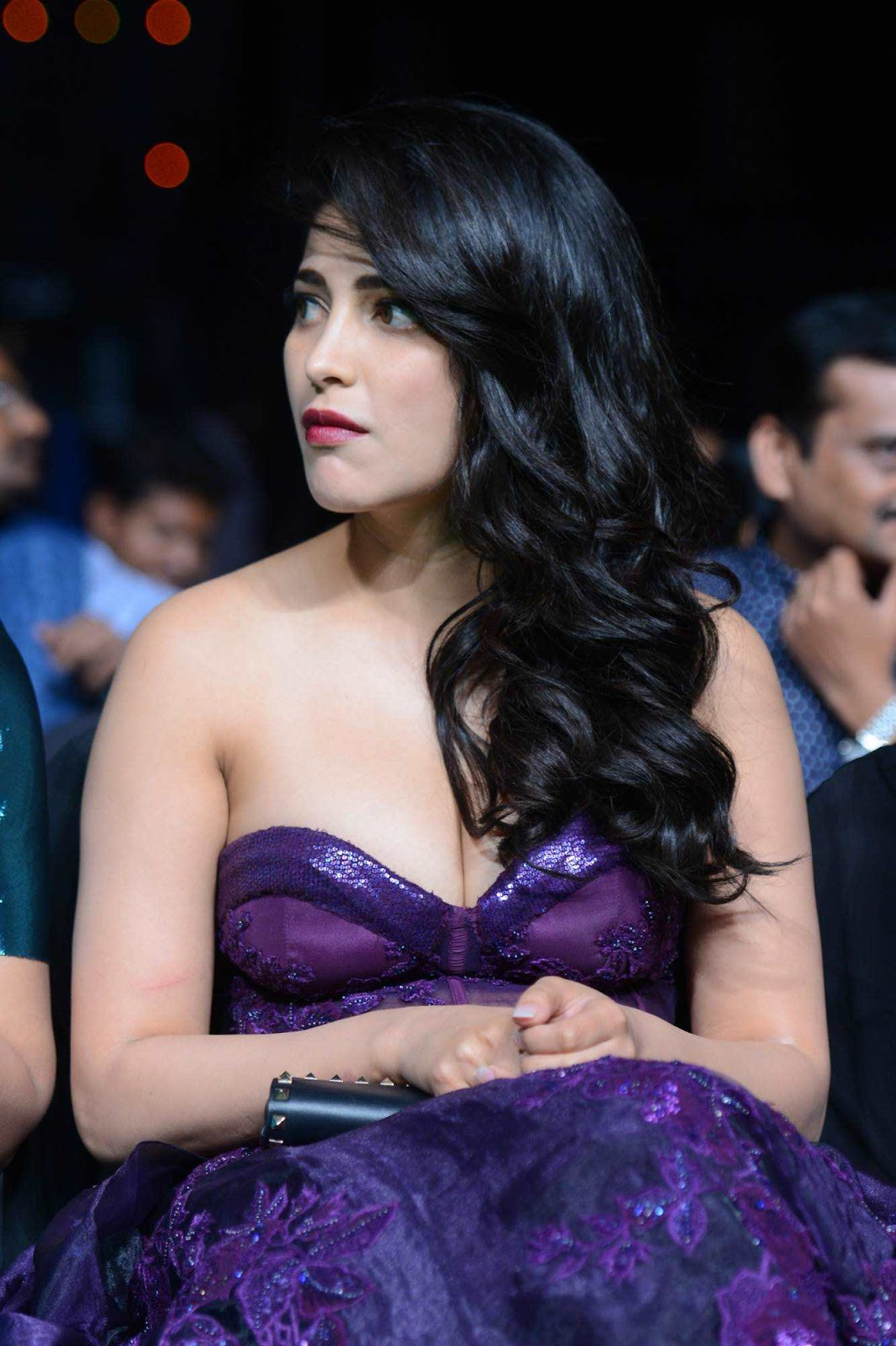 Shruti Haasan Hot Photos At IIFA Utsavam Awards