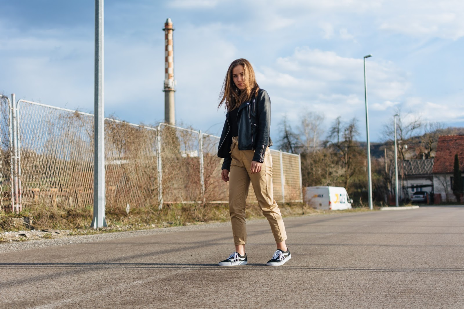 street style ootd camel pants with bow tie and leather jacket