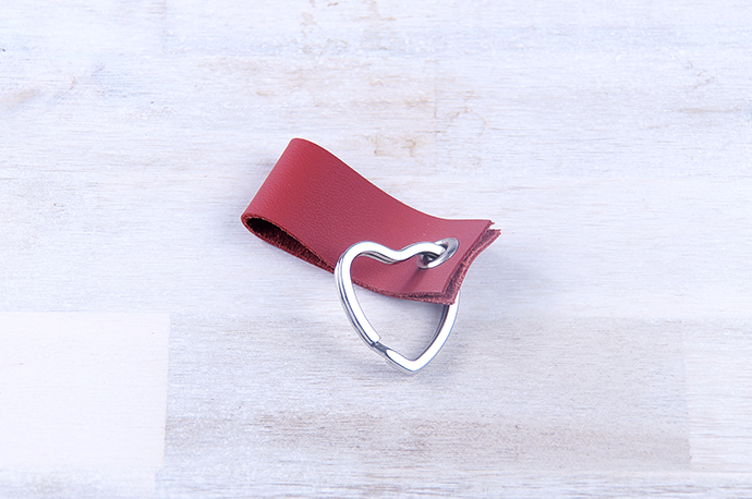 Ynas Design Blog | DIY | Valentinstagsgeschenk | Schlüsselanhänger aus Leder