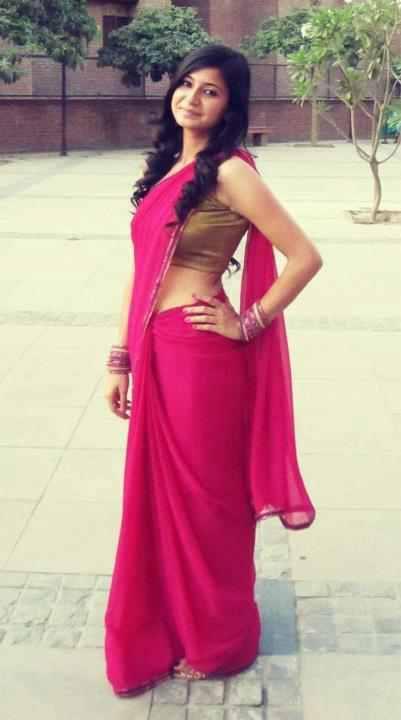 Bangladeshi Girls In Saree Showing Navel - Girls In Saree-8299