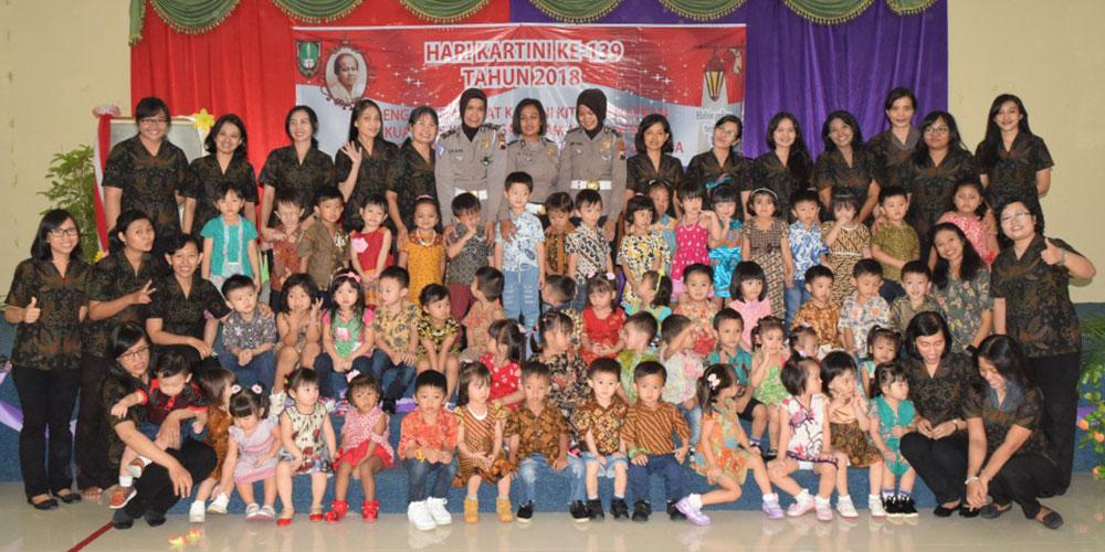 Peringati Hari Kartini, Siswa KB-TK Kalam Kudus Jadi Petugas Upacara