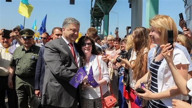 Hundreds of Ukrainians cross border into European Union on first day of visa-free access