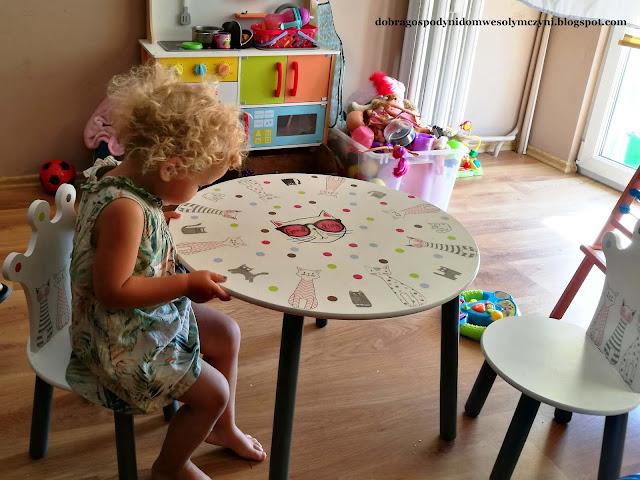 odnawianie stolika, renowacja mebli, gospodyni z wizytą