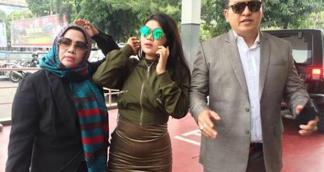 Meldi Laporkan Balik Dewi Perssik, Datangi Polda Metro Jaya