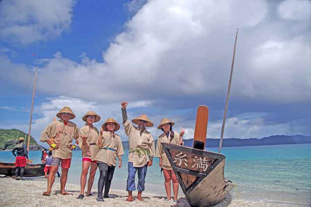 sabani boat, team, uniforms, beach, blue skies