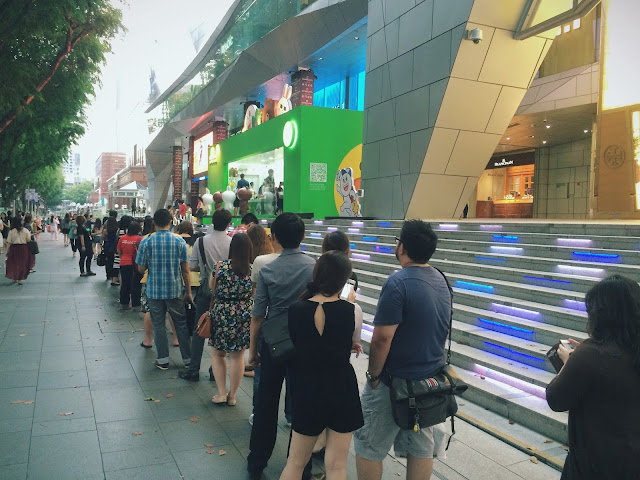 Line Pop Up Store crowd in 2014