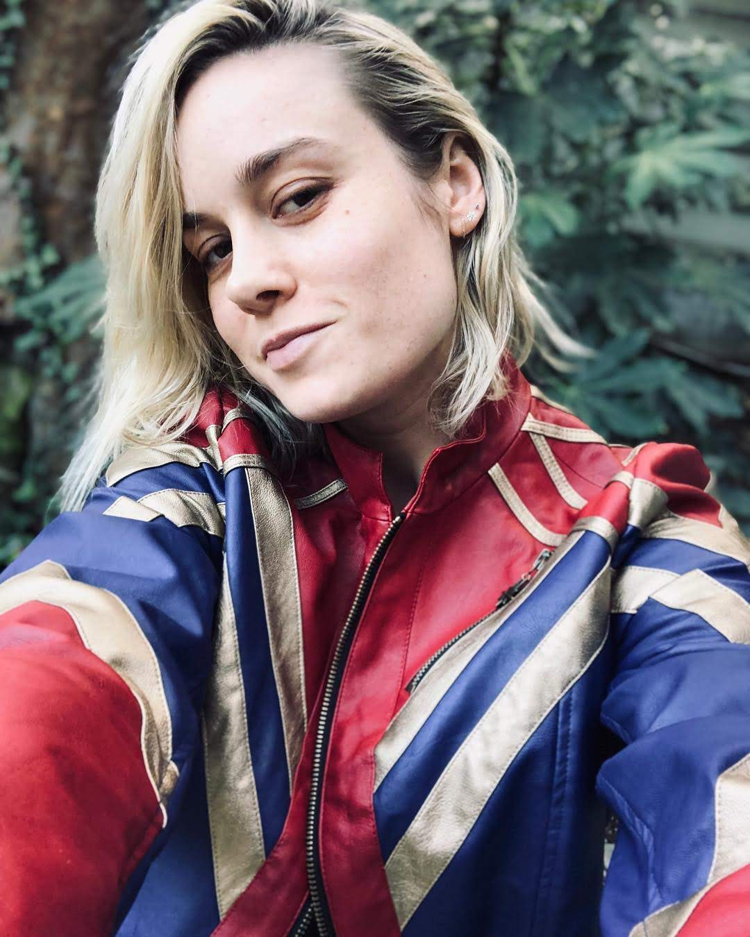 Happy New Year from Captain Marvel ! : アベンジャーズの新しい顔のブリーから、私が着てるキャプテン・マーベルの特製ジャケットを1名の方にあげちゃうお年玉プレゼント付きの新年の誓い選手権のお知らせ ! !