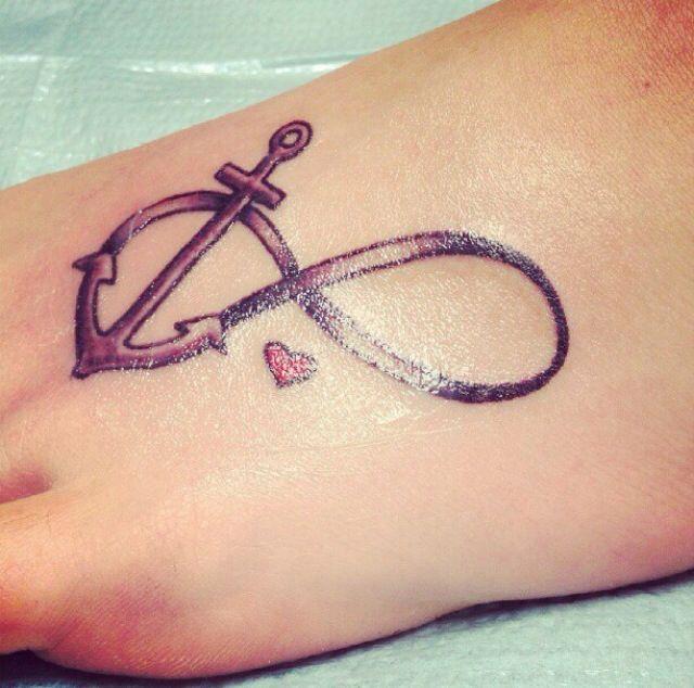 tatuaje de ancla empeine