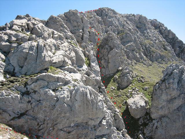 Rutas Montaña Asturias: Bajando de Peña Ubiña Pequeña por la arista
