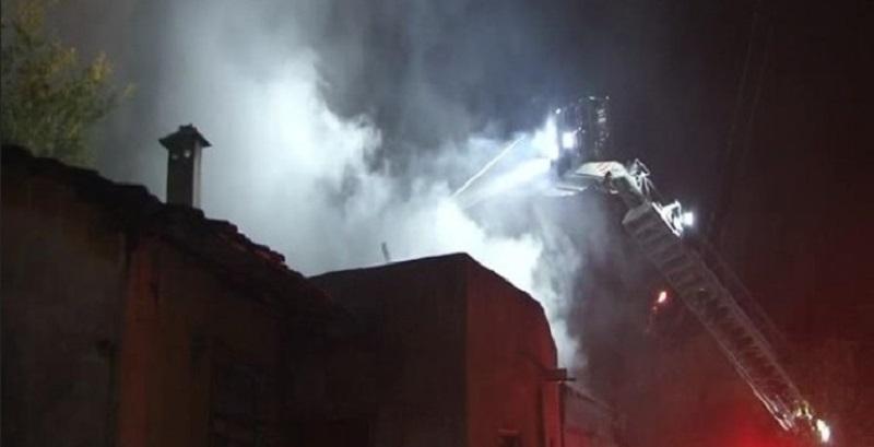 Boş binada çıkan yangın panik yarattı