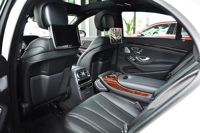 Băng sau Mercedes S400 L thiết kế rộng rãi, tiện ích và thoải mái