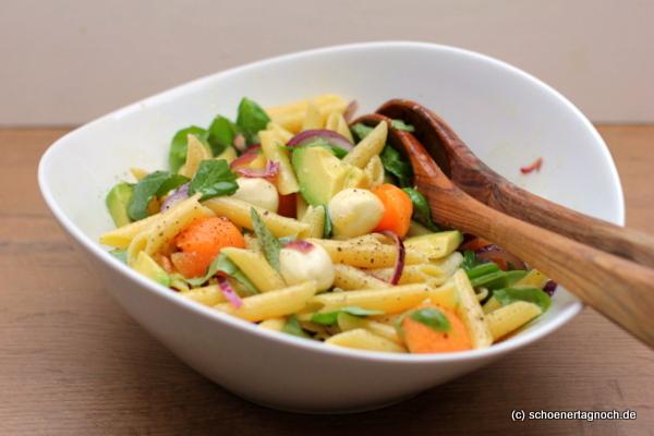 Melonen-Pasta-Salat mit Mozzarella und Avocado