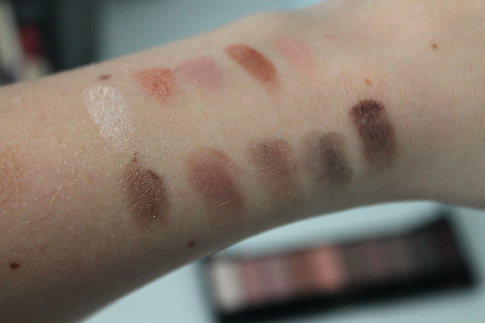 Review L'Oréal Paris La Palette Nude Swatches